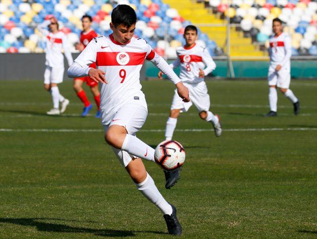 14 Yaş Altı Futbol Milli Takımı seçmelerine İzmir'de devam edildi