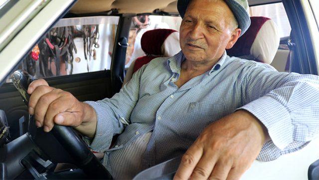 24 yıldır kullandığı ve hiç ceza yemediği otomobiline gelen tüm teklifleri reddediyor