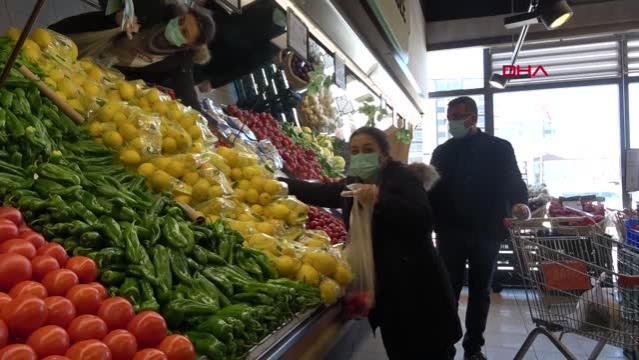 Aksaray'da manav ve marketlerde sokağa çıkma kısıtlaması öncesi hareketlilik başladı