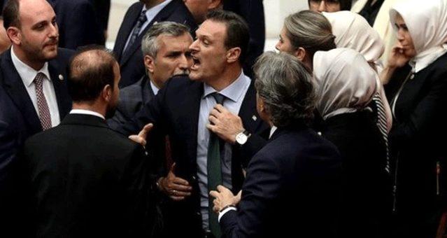 Alpay Özalan'dan dikkat çeken Davutoğlu çıkışı: Kovulduktan sonra istifa ediyorum dedi