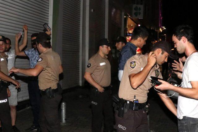"""Antalya'da """"dur"""" ihtarına uymayan bir kişi, bekçinin uyarı ateşiyle yaralandı"""