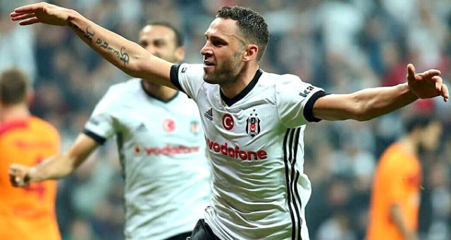 Antalyaspor ve Trabzonspor'un gündemindeki Tosic, Beşiktaş'ı istiyor