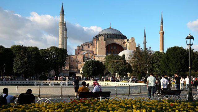 Ayasofya'nın cami olmasına bir tepki de Ermenistan'dan geldi