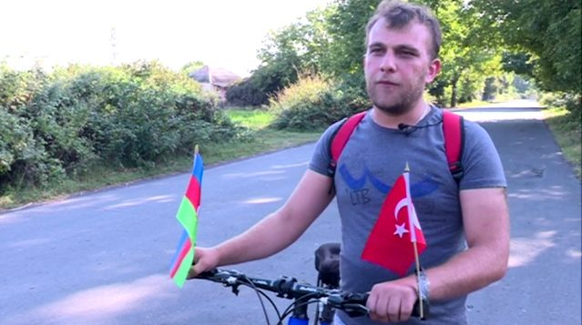 Azerbaycanlı genç, Recep Tayyip Erdoğan'ı görmek için 17 gün bisiklet sürecek