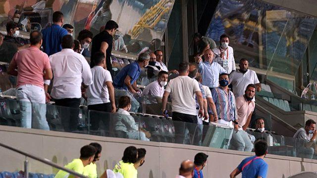 Başakşehir'in ilk golü sonrası yöneticiler tribünde birbirine girdi