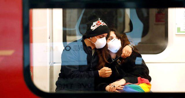 Belçikalı şirket koronavirüs sebebiyle çalışanlarına tokalaşmayı ve öpüşmeyi yasakladı