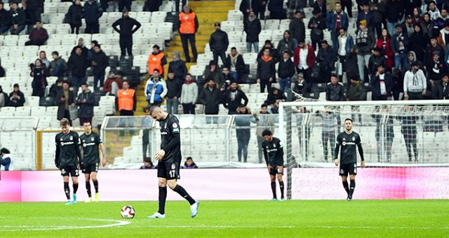 Beşiktaş, evinde oynadığı 4 maçın 3'ünü kaybetti