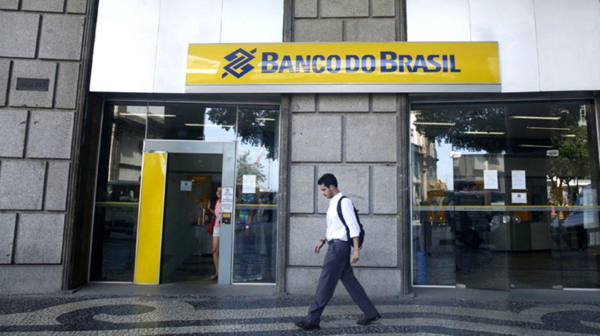 Brezilya'da bir kadın 12 saat önce ölen adamı, emekli maaşını çekebilmek için bankaya götürdü