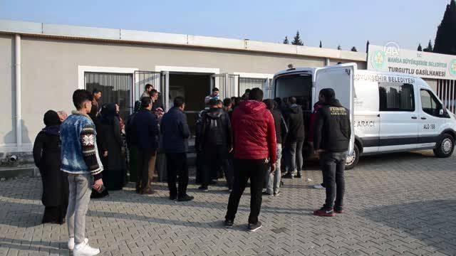 Çeşme'de teknenin batması sonucu ölen 8 düzensiz göçmen toprağa verildi