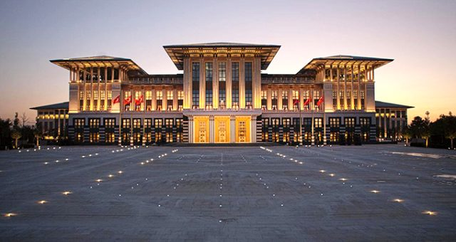 CHP'li Tanal, Külliye'deki kongre salonunun kiralandığını iddia ederek Meclis'e soru önergesi sundu