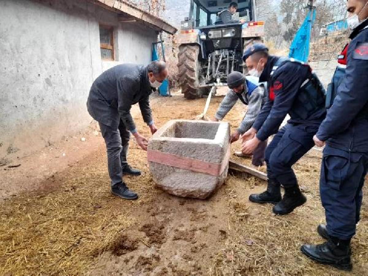 Çorumlu çiftçinin tarlada bulup 100 bin TL'ye satışa çıkardığı taş vaftiz teknesinin sırrı çözüldü