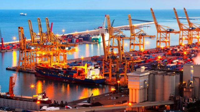 Dış ticaret açığı Nisan'da 2,73 milyar dolar artarak 4,56 milyar dolar oldu