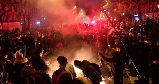 Dışişleri Bakanlığı, Fransa'daki protestolar nedeniyle Türk vatandaşlarını uyardı