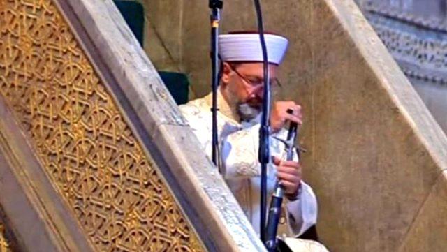 Diyanet İşleri Başkanı Ali Erbaş, Ayasofya Camii'nde kılıçla hutbe ...