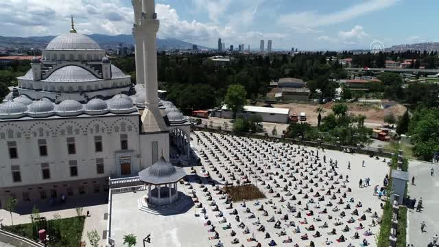 (DRONE) Cuma namazı, salgın sonrası ilk kez kılındı (3)