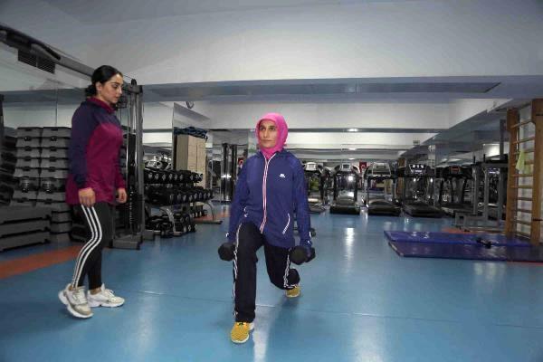 Düzenli egzersiz ve fizik tedaviyle Skolyoz'u yendi
