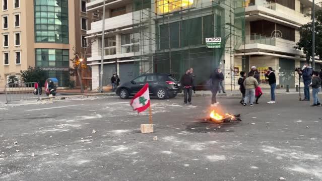 Ekonomik krizin sürdüğü Lübnan'da liranın değer kaybetmesi ve alım gücünün düşmesi protesto edildi (2)