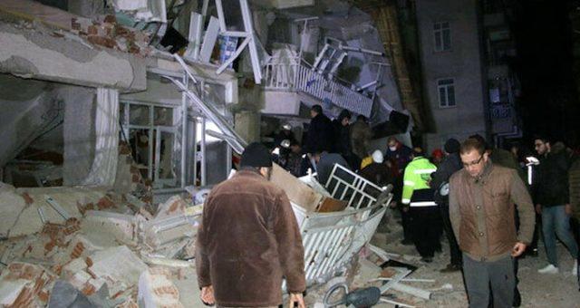 Elazığ'daki deprem sonrası ünlü isimlerden üst üste paylaşımlar geldi
