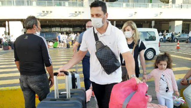 Fenerbahçe'nin görüştüğü Erol Bulut, İstanbul'a geldiği sırada eşi uçakta fenalaştı
