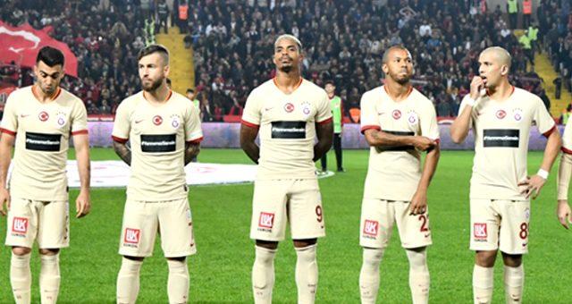 Galatasaray'da sakatlanan Andone oyuna devam edemedi