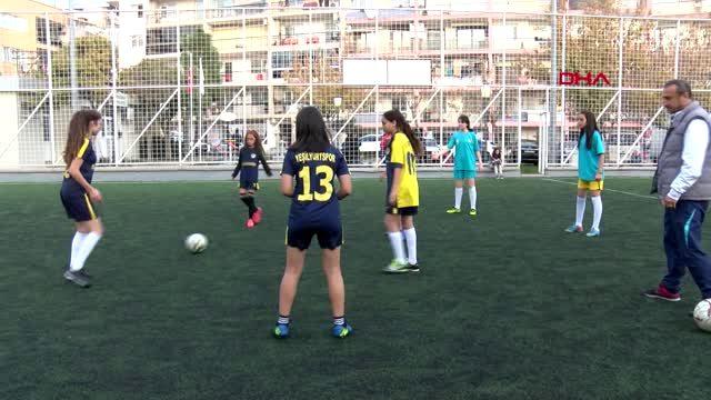 İzmir kadın futbolcular deplasmana gitmek için destek bekliyor