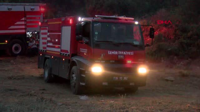 İZMİR Menderes'teki orman yangınına Suriyeli genç elleriyle müdahale etti