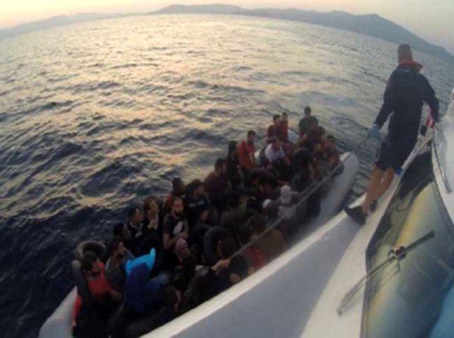İzmir ve Ayvalık'ta 190 kaçak göçmen yakalandı