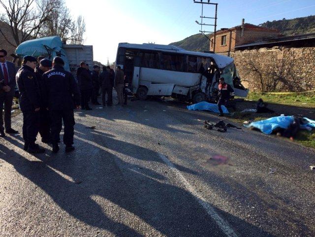 İzmir'de 4 kişinin öldüğü kazaya sebebiyet veren sürücü tutuklandı