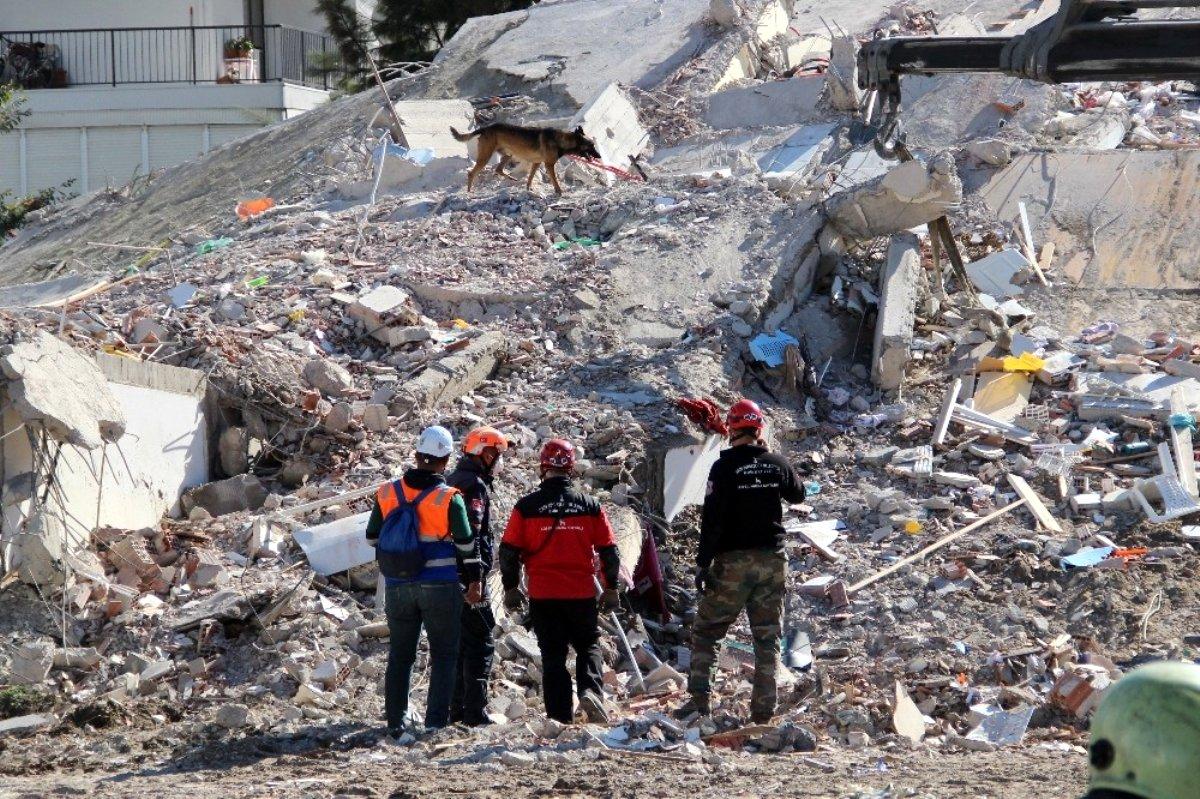 İzmir'de çöken 8 katlı binada umutlar hassas burunlarda