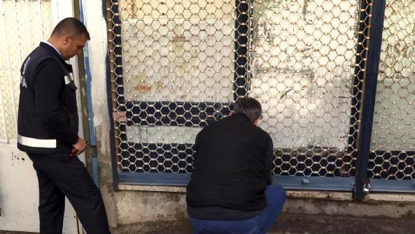 İzmir'de depoya baskın; kilolarca sakatat ve pişirilmiş kelle bulundu (2)