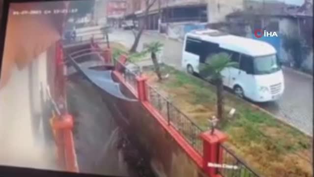 İzmir'de istinat duvarının çöküşü güvenlik kameralarında