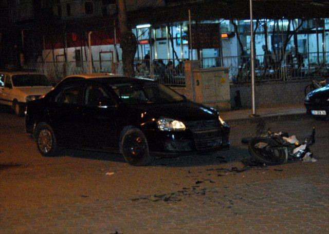 İzmir'de otomobille çarpışan motosikletin sürücüsü ağır yaralandı