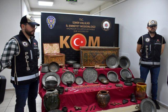 İzmir'de piyasa değeri 15 milyon lira olan tarihi eserler ele geçirildi