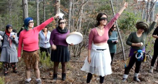 Kadınlar, Kaz Dağları'ndaki altın madeni kazısına Las Tesis eylemiyle tepki gösterdi