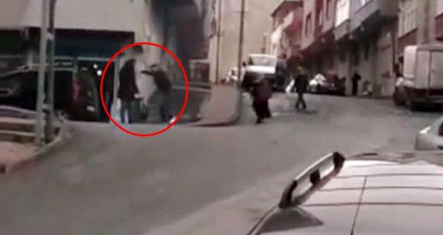 Kan donduran görüntü! Sokak ortasında kadını sopayla öldüresiye dövdü