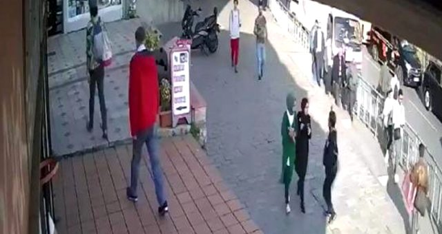 Karaköy'de başörtülü kıza saldıran kadın tutuklandı