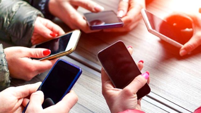 Koronavirüs salgınına karşı cep telefonumuzu nasıl temizlemeliyiz? İşte telefonları dezenfekte etmenin yolları