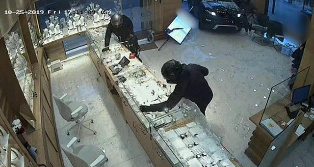 Lüks araçla mücevher dükkanına dalıp hırsızlık yapan şahsın cezası belli oldu