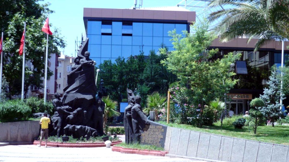 Maaşlarını alamadıkları için Erdek Belediyesi'ni icraya veren memurların başlarına gelmeyen kalmadı