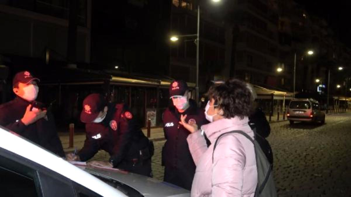Maskesiz gezen kadın, işlem yapan polislere tepki gösterdi: Ne sanıyorlar bunlar kendini