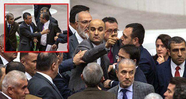 """Meclis'te gerginlik! Sezgin Tanrıkulu'nun """"Git"""" sözünü yanlış anlayan MHP'liler kürsüye yürüdü"""