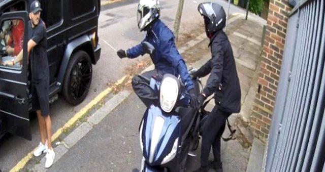Mesut Özil'e saldıran gaspçıyı hapishanede dövdüler!