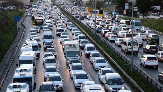 Milyonlarca araç sahibini ilgilendiren trafik sigortasında zam oranı yarı yarı azaldı