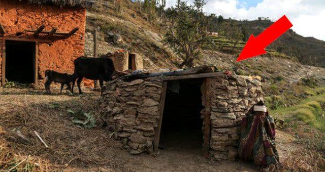 """Nepal'de yasaklanmasına rağmen sürdürülen gelenek olan """"regl kulübeleri"""" yıkıldı"""