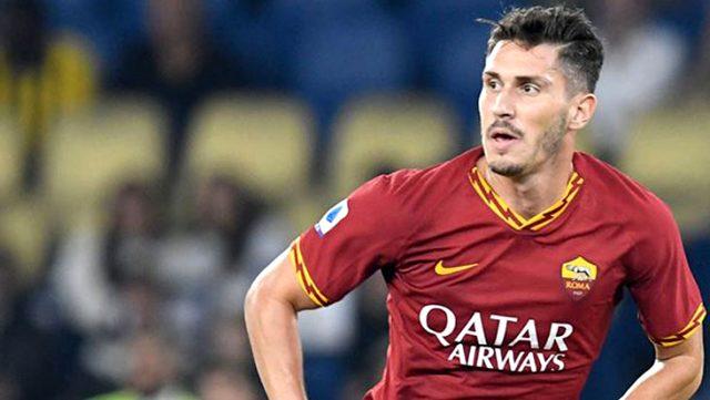 Roma forması giyen Mert Çetin, satın alma opsiyonuyla birlikte Verona'ya kiralandı