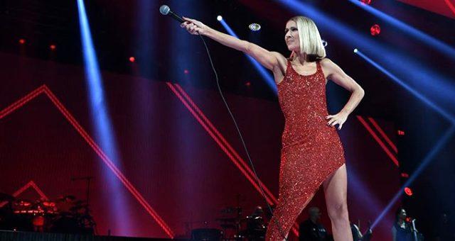 Şarkıcı Celine Dion, annesini kaybettikten saatler sonra konser verdi