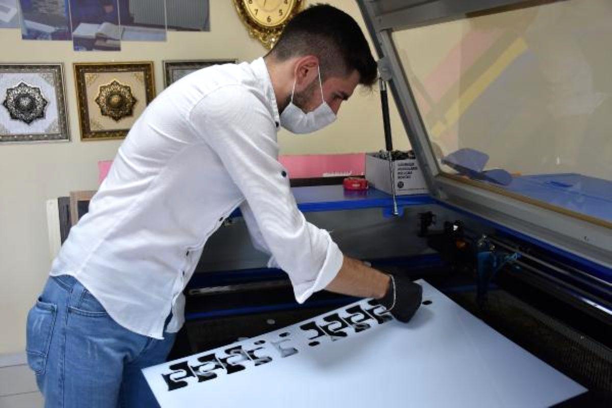 Sivas'ta yaşayan genç, koronavirüse karşı teması azaltmak için 'parmakmatik' üretti
