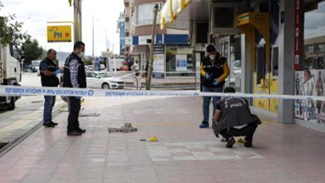 Sokak ortasında koca dehşeti! 2 çocuğunun annesini öldürüp intihara kalkıştı