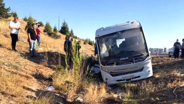Son Dakika: Aselsan personelini taşıyan minibüse otobüs çarptı: 1 ölü, 2'si ağır 8 yaralı