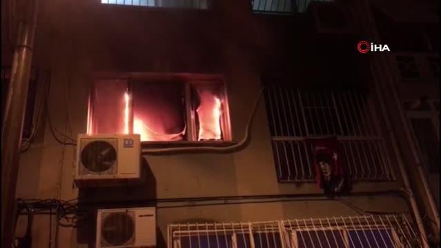 Son dakika haberi: İzmir'de ev yangınında mahsur kalan anne ve kızı kurtarıldı